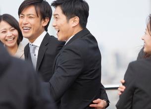 喜び合うビジネス男女の写真素材 [FYI02967211]