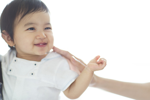 微笑む赤ちゃんの写真素材 [FYI02967752]