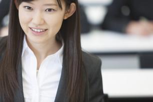 受講中のビジネス女性のアップの写真素材 [FYI02967777]