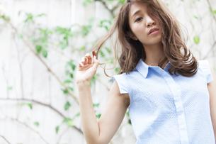若い女性のポートレートの写真素材 [FYI02967825]