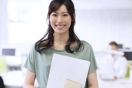 ビジネス女性のポートレートの写真素材 [FYI02968052]