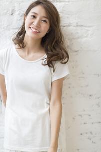 微笑む女性のポートレートの写真素材 [FYI02968124]