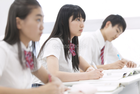 授業を受ける学生たちの写真素材 [FYI02968363]