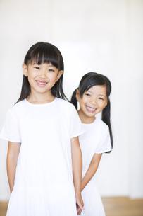 笑顔の女の子2人の写真素材 [FYI02968524]