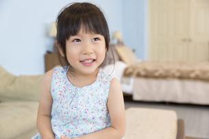 微笑む女の子の写真素材 [FYI02968528]