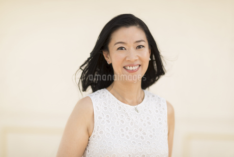 笑顔の女性の写真素材 [FYI02968706]
