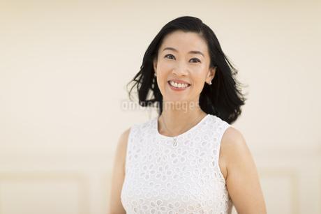 笑顔の女性の写真素材 [FYI02968798]