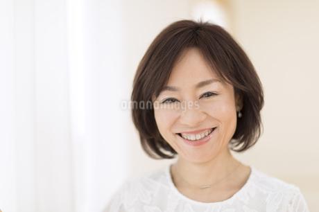 笑顔の女性の写真素材 [FYI02969071]