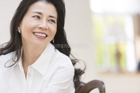 微笑む女性の写真素材 [FYI02969075]