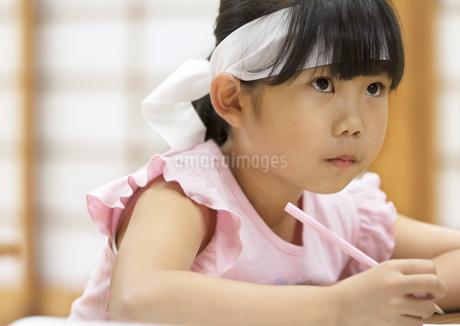塾の合宿で授業を受ける女の子の写真素材 [FYI02969320]