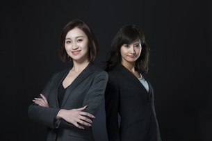 ビジネス女性2人のポートレートの写真素材 [FYI02969455]
