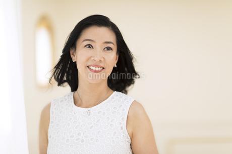 微笑む女性の写真素材 [FYI02969525]