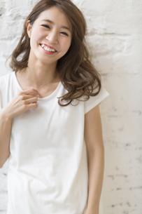 微笑む女性のポートレートの写真素材 [FYI02971329]