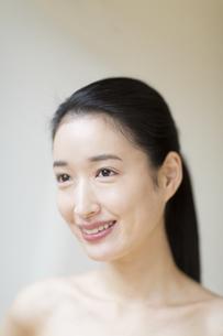 微笑む女性の写真素材 [FYI02971333]