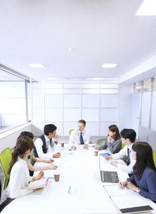 会議中のビジネス男女の写真素材 [FYI02971468]