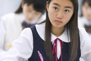授業を受ける女子学生の写真素材 [FYI02972050]