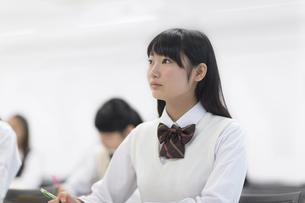 授業を受ける女子学生の写真素材 [FYI02972079]