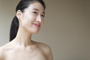 微笑む女性の写真素材 [FYI02972217]