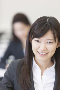 受講中のビジネス女性のアップの写真素材 [FYI02972483]
