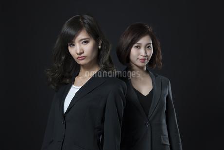 ビジネス女性2人のポートレートの写真素材 [FYI02973193]
