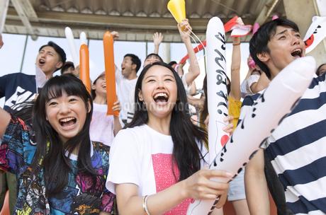 日本戦を観戦する人々の写真素材 [FYI02973669]