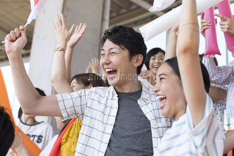 日本戦を観戦する人々の写真素材 [FYI02973703]
