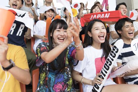 日本戦を観戦する人々の写真素材 [FYI02974098]