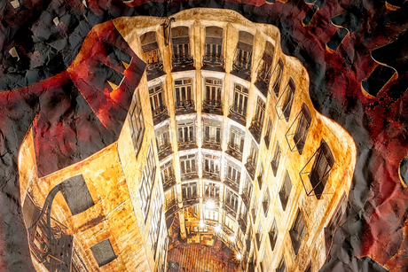 世界遺産カサ・ミラ バルセロナ ライトアップ夜景の写真素材 [FYI02974209]