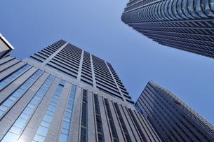 東京都港区の高層ビルと空の写真素材 [FYI02974216]