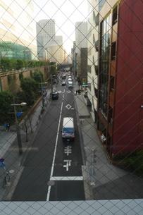 窓の外に広がる東京都港区の街の写真素材 [FYI02974228]
