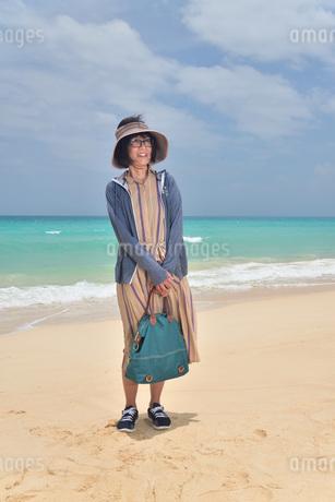 宮古島/前浜ビーチでポートレート撮影の写真素材 [FYI02974356]