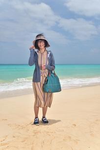 宮古島/前浜ビーチでポートレート撮影の写真素材 [FYI02974357]