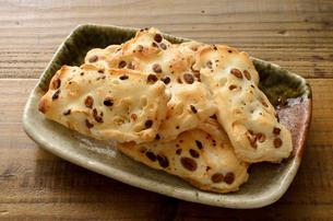 豆おかきの写真素材 [FYI02974432]