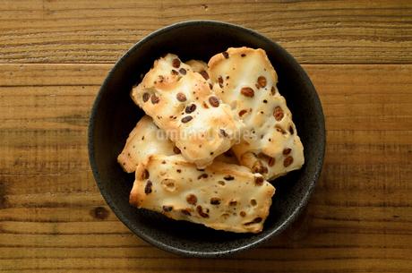 豆おかきの写真素材 [FYI02974440]