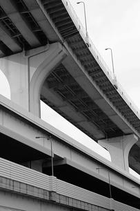 積み重なった東京の高速道路の写真素材 [FYI02974519]