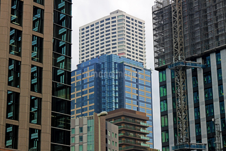 東京の様々なデザインのビルの写真素材 [FYI02974526]