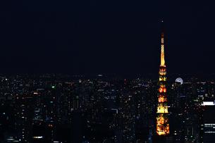 夜の街と東京タワーの写真素材 [FYI02974528]