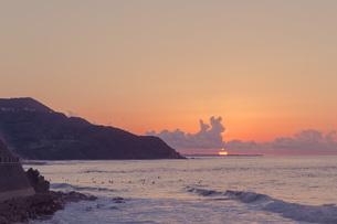 糸島半島の夕陽の写真素材 [FYI02974603]