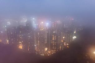 霧のビクトリアピークの写真素材 [FYI02974630]