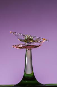 水滴のハイスピード撮影の写真素材 [FYI02974657]