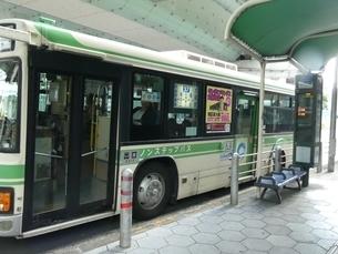 大阪市バス停留所の写真素材 [FYI02974959]