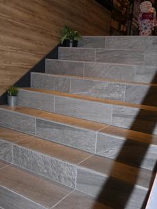 天神橋筋商店街商店路地階段1の写真素材 [FYI02974961]