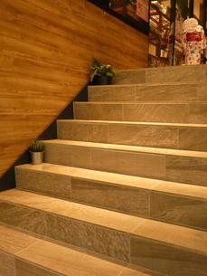 天神橋筋商店街商店路地階段2の写真素材 [FYI02974962]