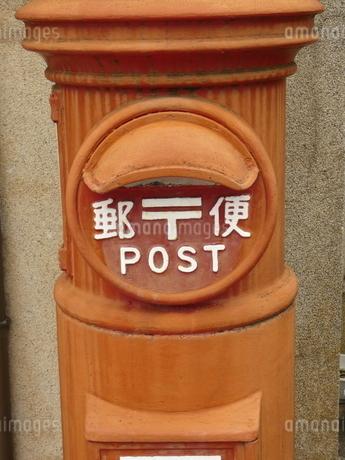 縦長郵便ポストの写真素材 [FYI02974971]
