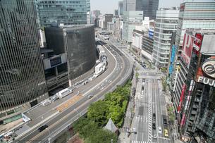 東京の道路の写真素材 [FYI02975099]