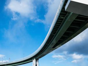 高速道路と空の写真素材 [FYI02975106]