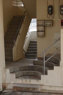 古い建物に複雑な階段の写真素材 [FYI02975491]
