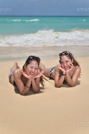 宮古島/ビーチでポートレート撮影の写真素材 [FYI02975775]