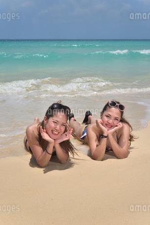 宮古島/ビーチでポートレート撮影の写真素材 [FYI02975776]