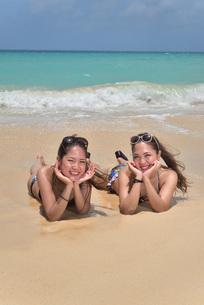 宮古島/ビーチでポートレート撮影の写真素材 [FYI02975779]